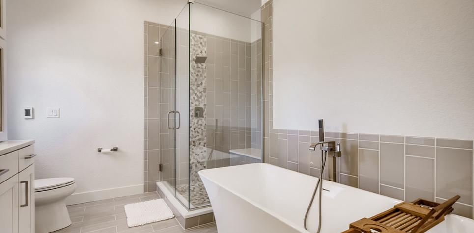 29 Master Bathroom 1596912374091 (piney)