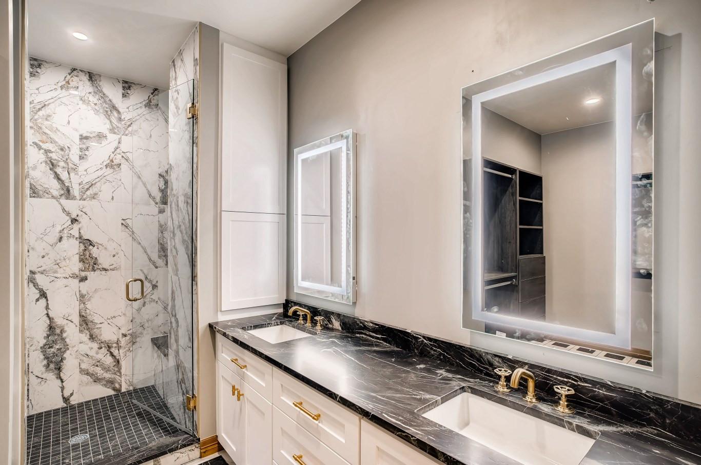 30 Master BathroomC.jpg