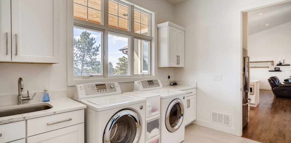 39 Laundry Room 1596912375968 (piney).jp