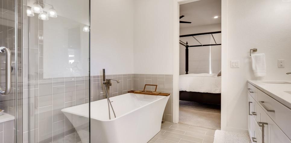 30 Master Bathroom 1596912373672(piney).