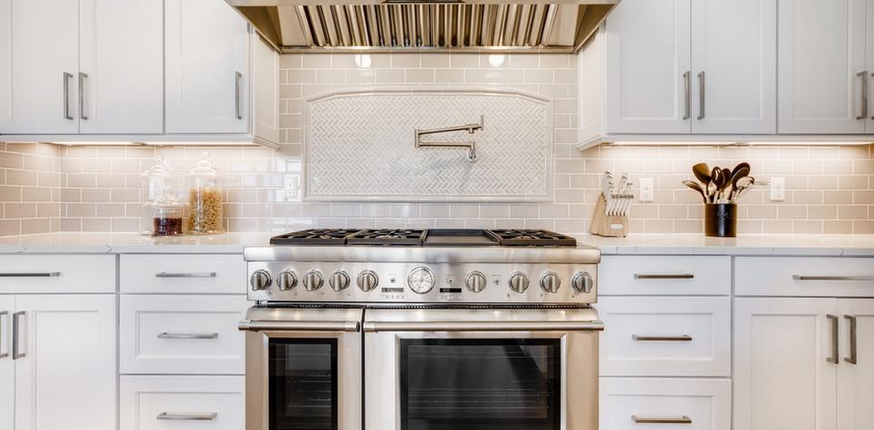22 Kitchen 1596912363290 (piney).jpg