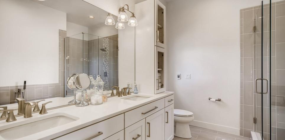 28 Master Bathroom 1596912373524 (piney)