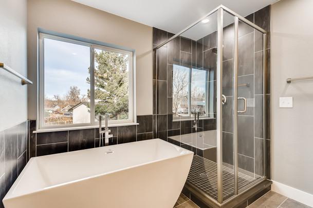 24 2nd Floor Master BathroomMarshall.jpg