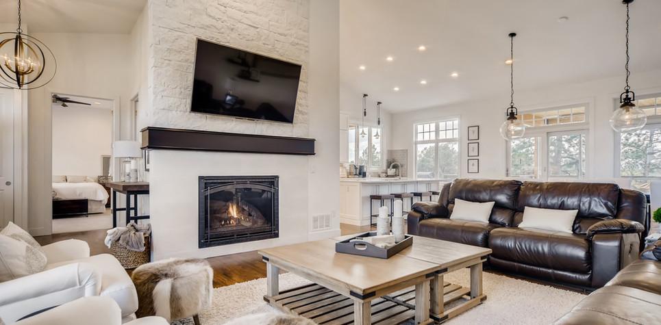 08 Living Room (piney).jpg