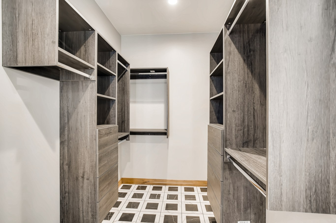 34 Master BathroomC.jpg