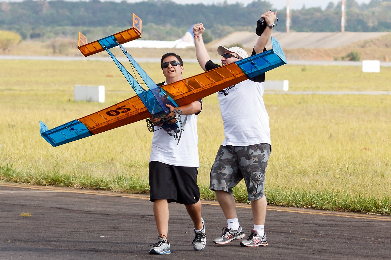 SAE_Aerodesign_2014_Unicamp_Uru_bus_6_©_