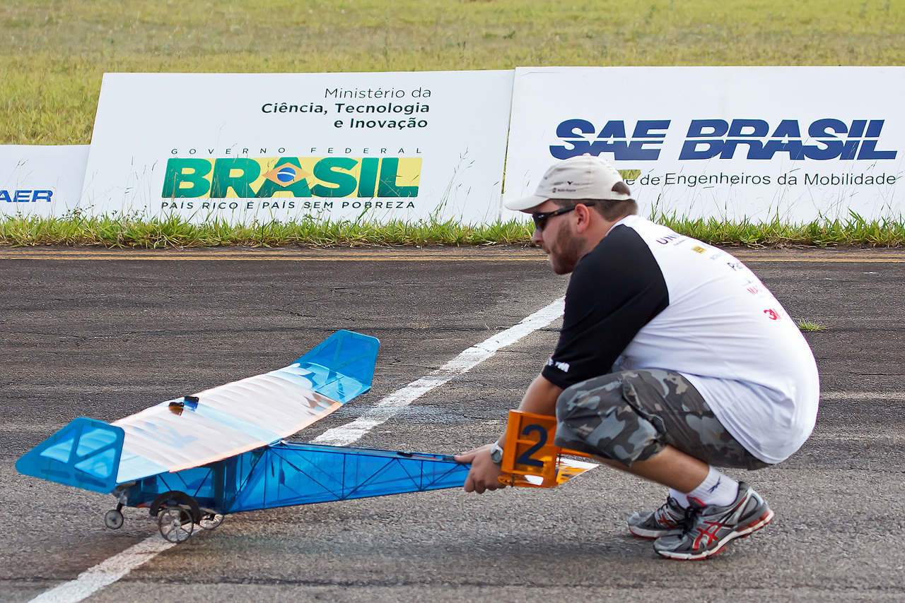 SAE_Aerodesign_2014_Unicamp_Uru_bus_1_©_
