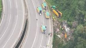 Violência no Trânsito; Acidente grave, 17 mortos e 33 feridos na rodovia BR-376 no Paraná