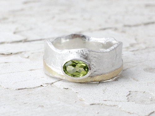 Crown Ring With Peridot & 9k Gold Detail