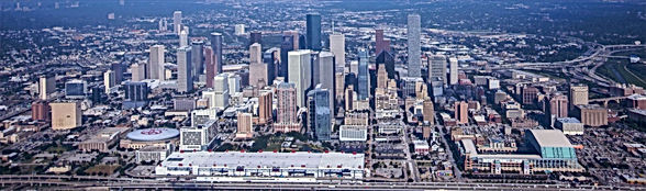 Space_Shuttle_Endeavour_Over_Houston%252