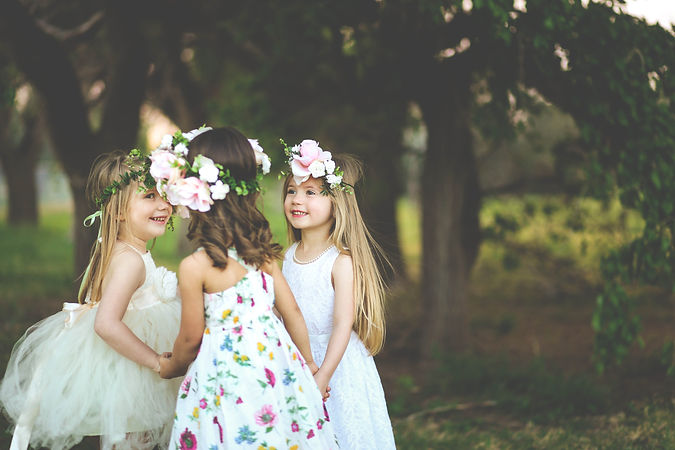 Three adorable spring girls play togethe