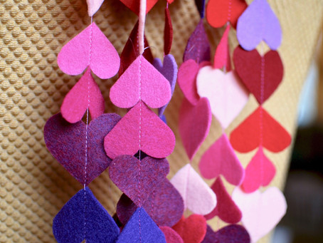 making to give - felt garland + valentines