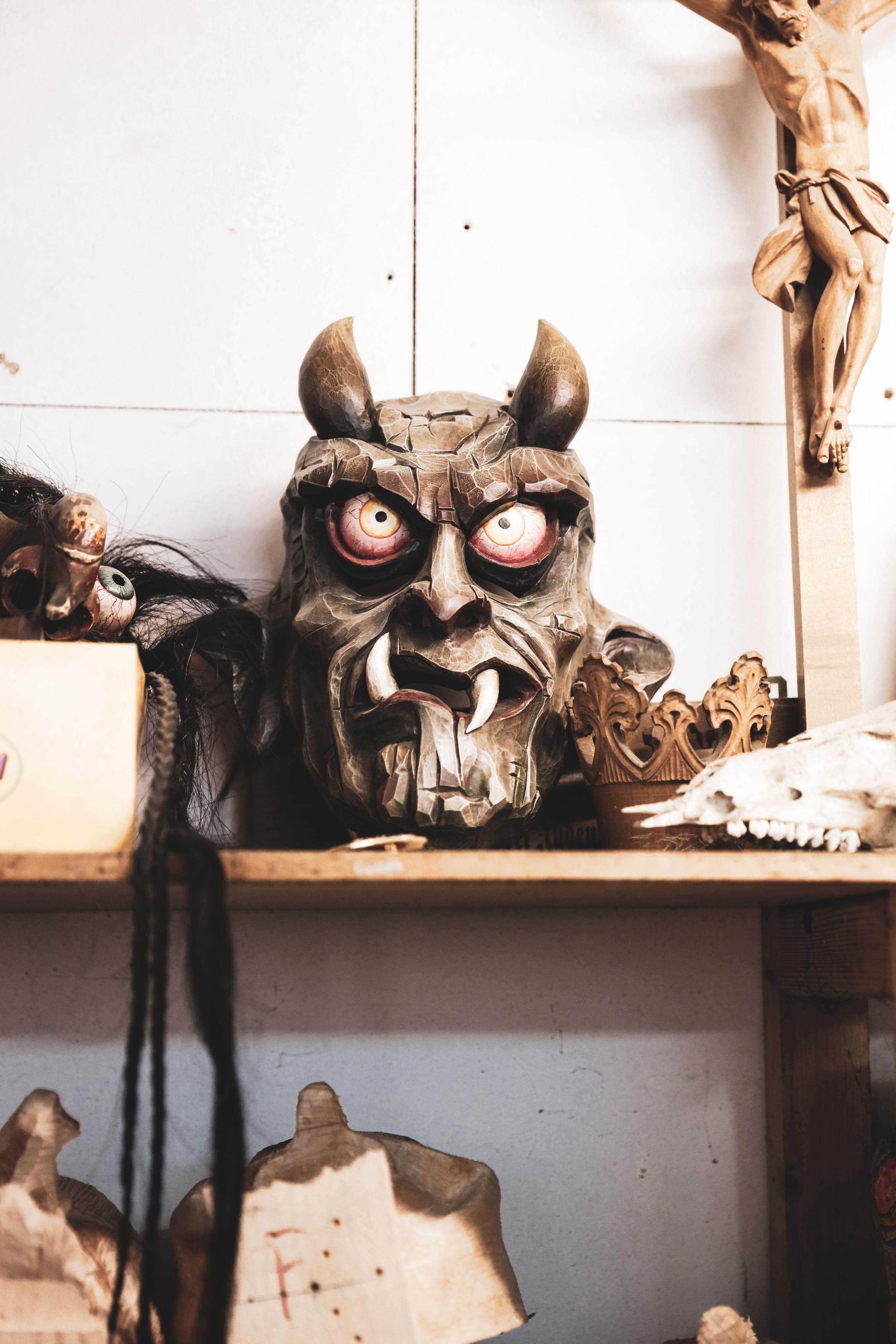 Maskenschnitzer Gernot Zechling