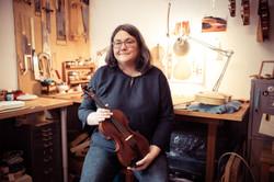 Geigenbauerin Angela Li-Schuller