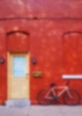Велосипед против Красной стены