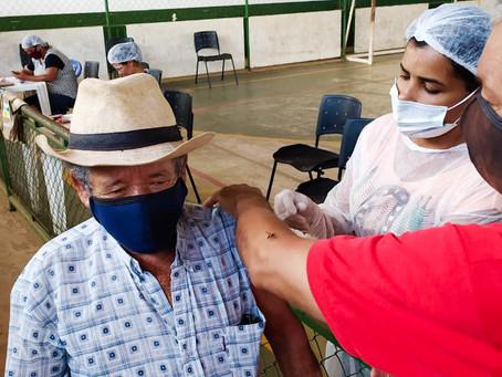 Idosos acima de 75 anos podem se vacinar contra covid-19 até o dia 04 no Ginásio  em Epitaciolândia