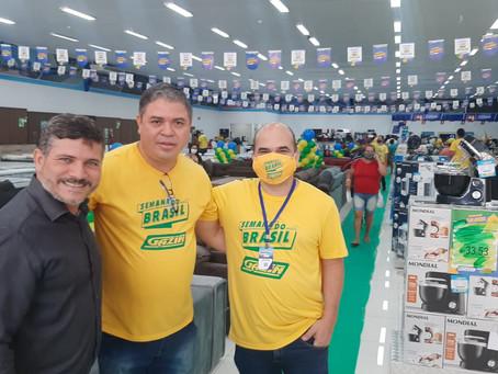Prefeito Sérgio Lopes, prestigia reinauguração da Gazin de Epitaciolândia