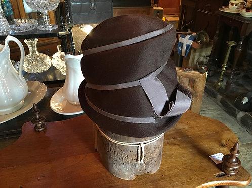 Chapeau cloche et ruban de soie circa 1920