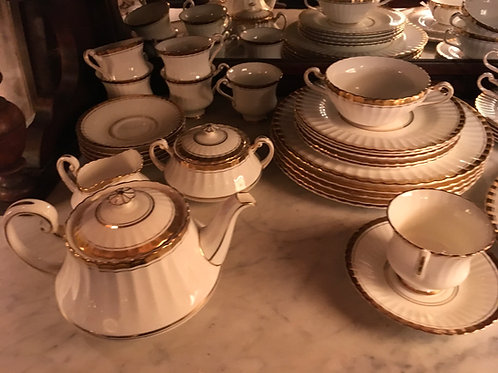 Ensemble complet de fine porcelaine blanc et or