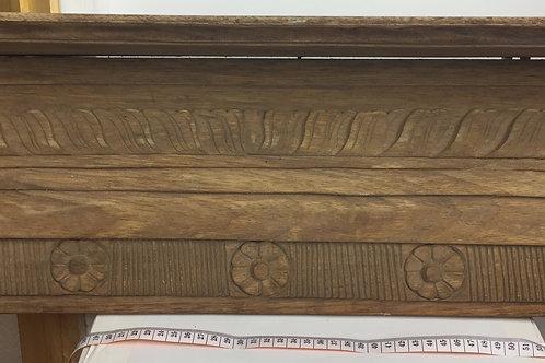 Tablette antique en bois scuptée