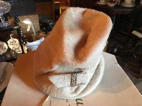 Chapeau cloche beige circa 1920