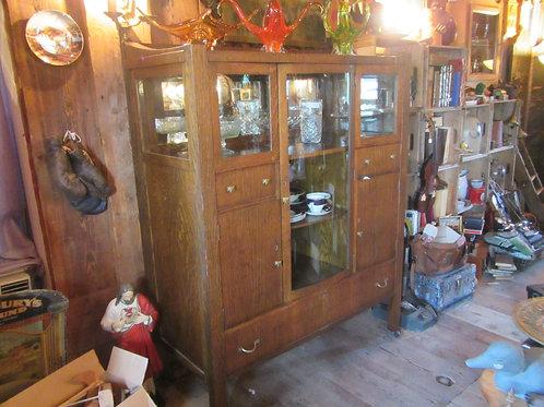 Buffet vaisselier Art and craft 100 ans en chêne à vitre bombée