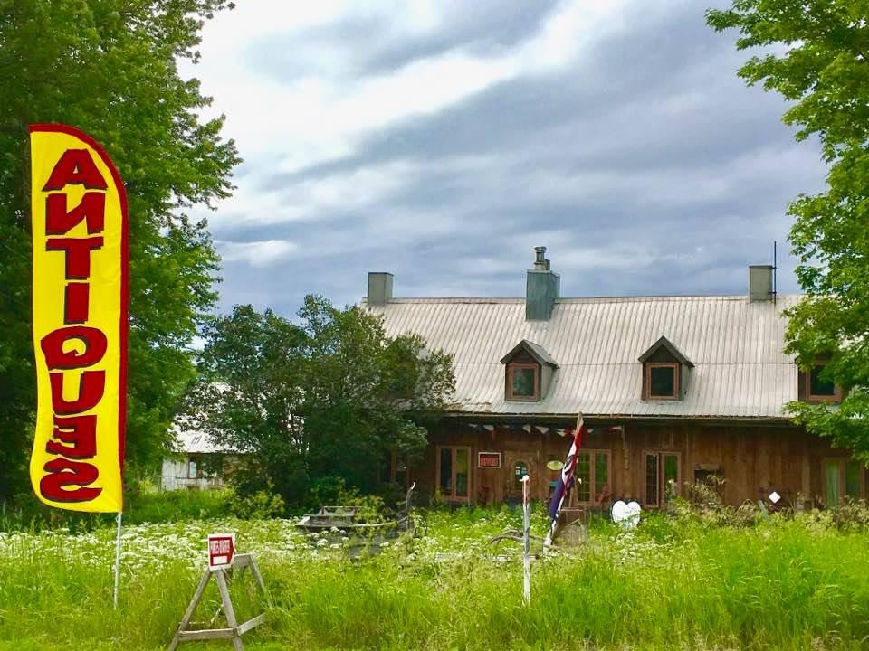 Maison ancestrale de l'île d'Orléans, Antiquités de l'île, Maison ancestrale et 5 bâtiments à découvrir. Antiquités de l'île, 2759 Chemin Royal, Ste-Famille de l'île d'Orléans