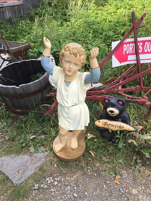 Statue extérieure d'un petit ange