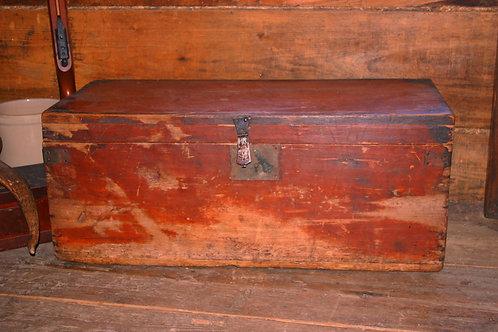 Coffre en pin avec couleur d'origine, 200 ans
