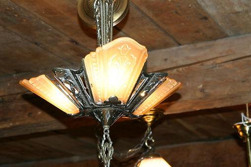 Découvrez un vaste choix d'antiquités de l'ile d'Orléans et de la région de québec. Des meubles antiques québécois en pin jusqu'à des meubles de styles victorien disponibles à prix accessibles en visitant nos bâtiments bicentenaires notre site web antiq