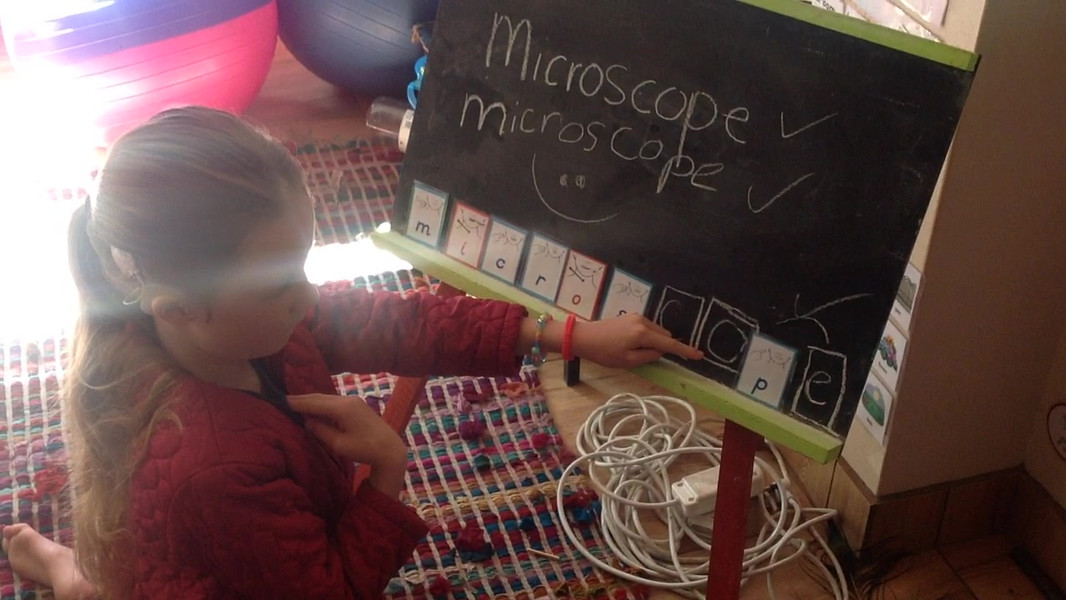 New vocabulary, learning how to cue and say the word microscope.