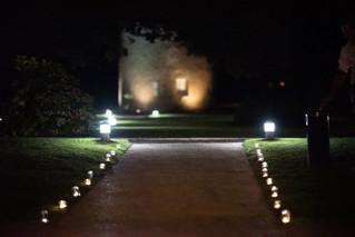 L'allée et les bougies