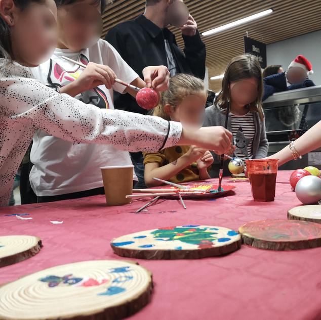 Agence WEA  blog événementiel bordeaux Arbre de Noël  buffet animation activité enfant  arbre de noël  événement fête de noël  papa noël  Bonbons  Peinture  Noël