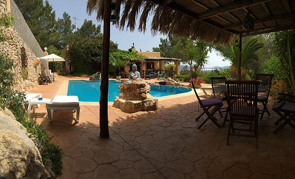 piscina y jardines Can Tinalles