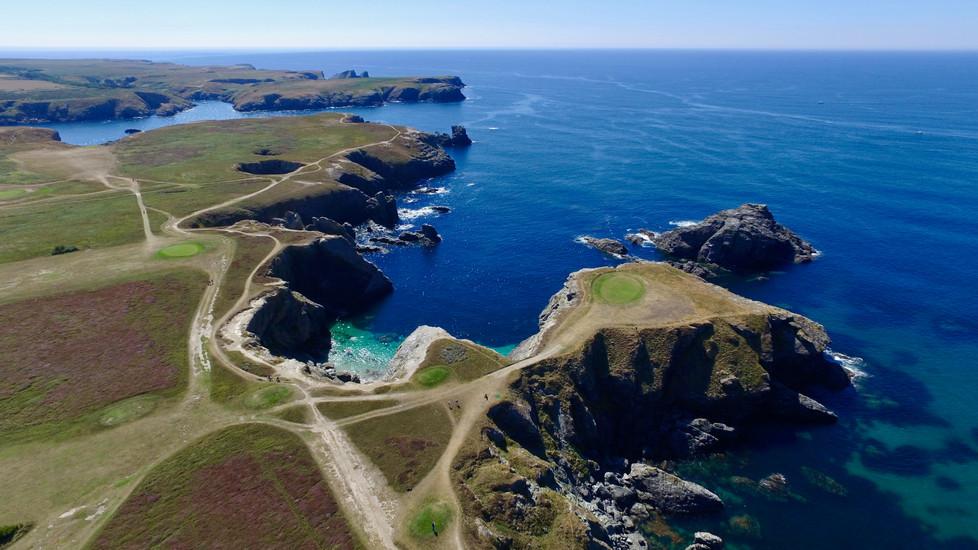 Vue aérienne par drone du Golf de Belle Île en Mer