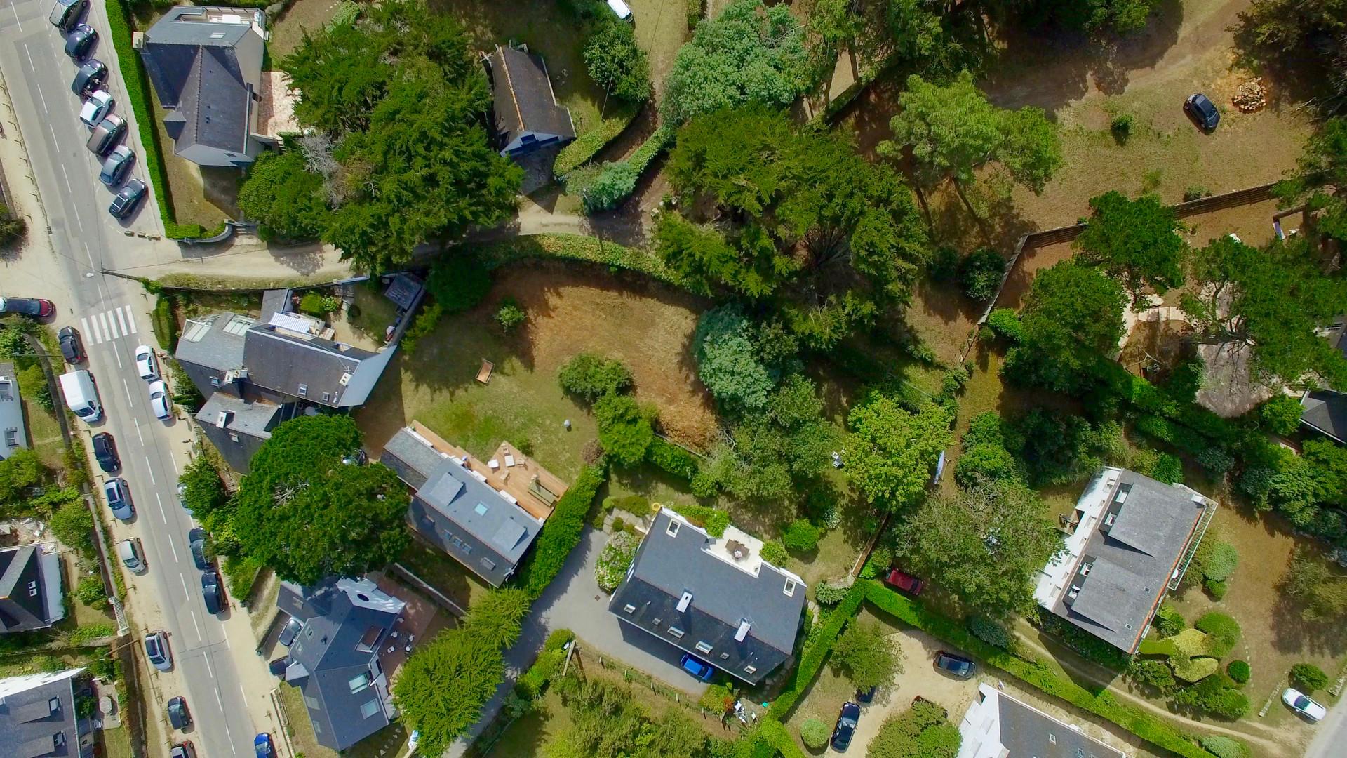 Vue aérienne par drone d'un terrain à vendre à la Pointe St Colomban de Carnac