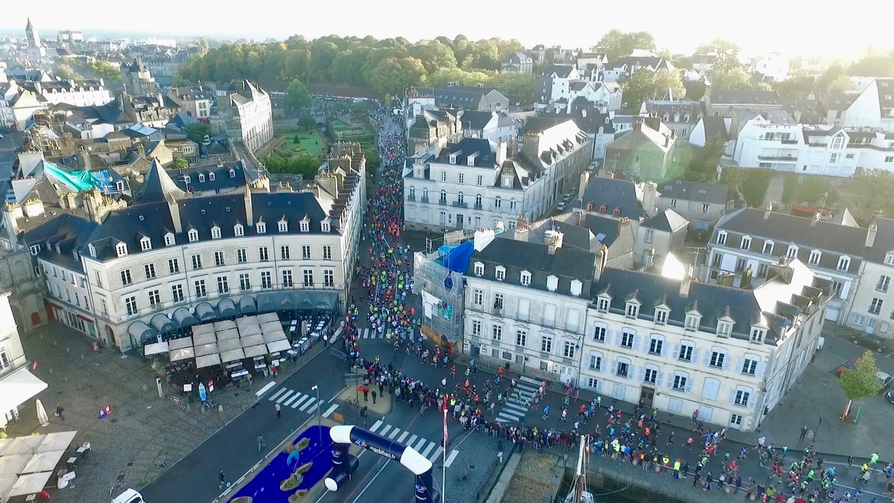 Vue aérienne par drone du départ du Marathon de Vannes