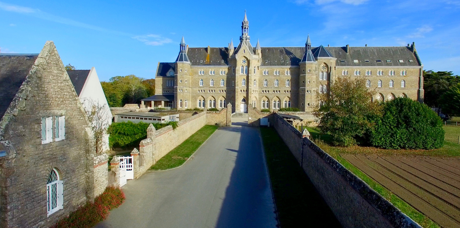 FlyUp Drone - Abbaye St Michel de Kergonan - Plouharnel - Bretagne