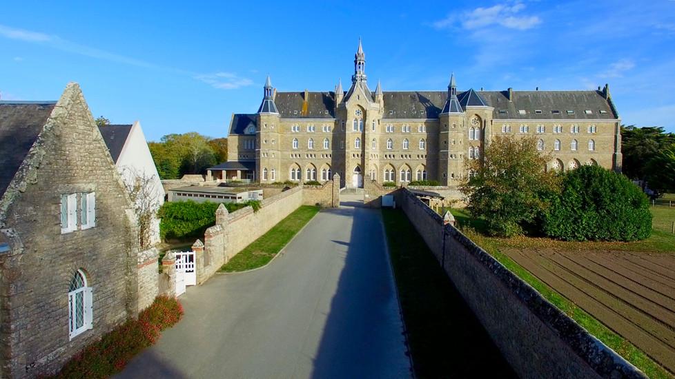 Vue aérienne par drone de l'Abbaye de Kergonan à Plouharnel