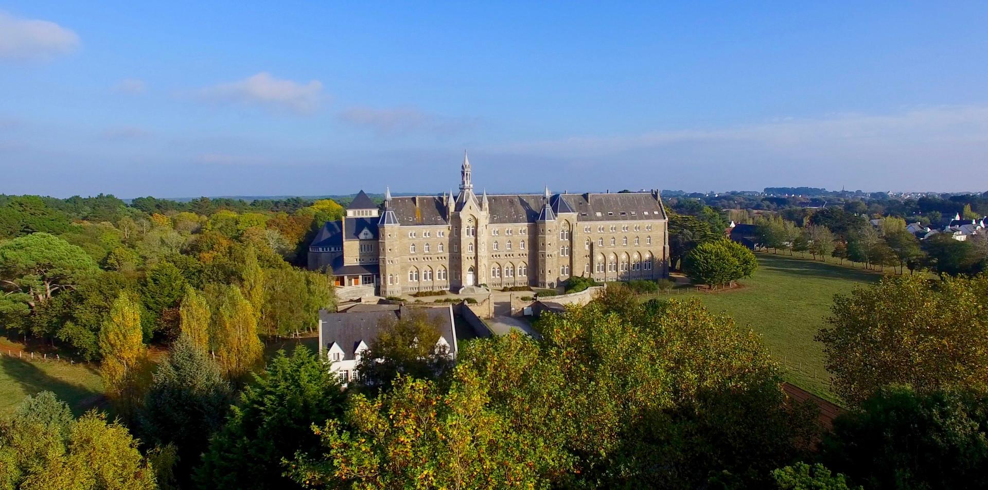 FlyUp Drone-Abbaye St Michel de Kergonan-01