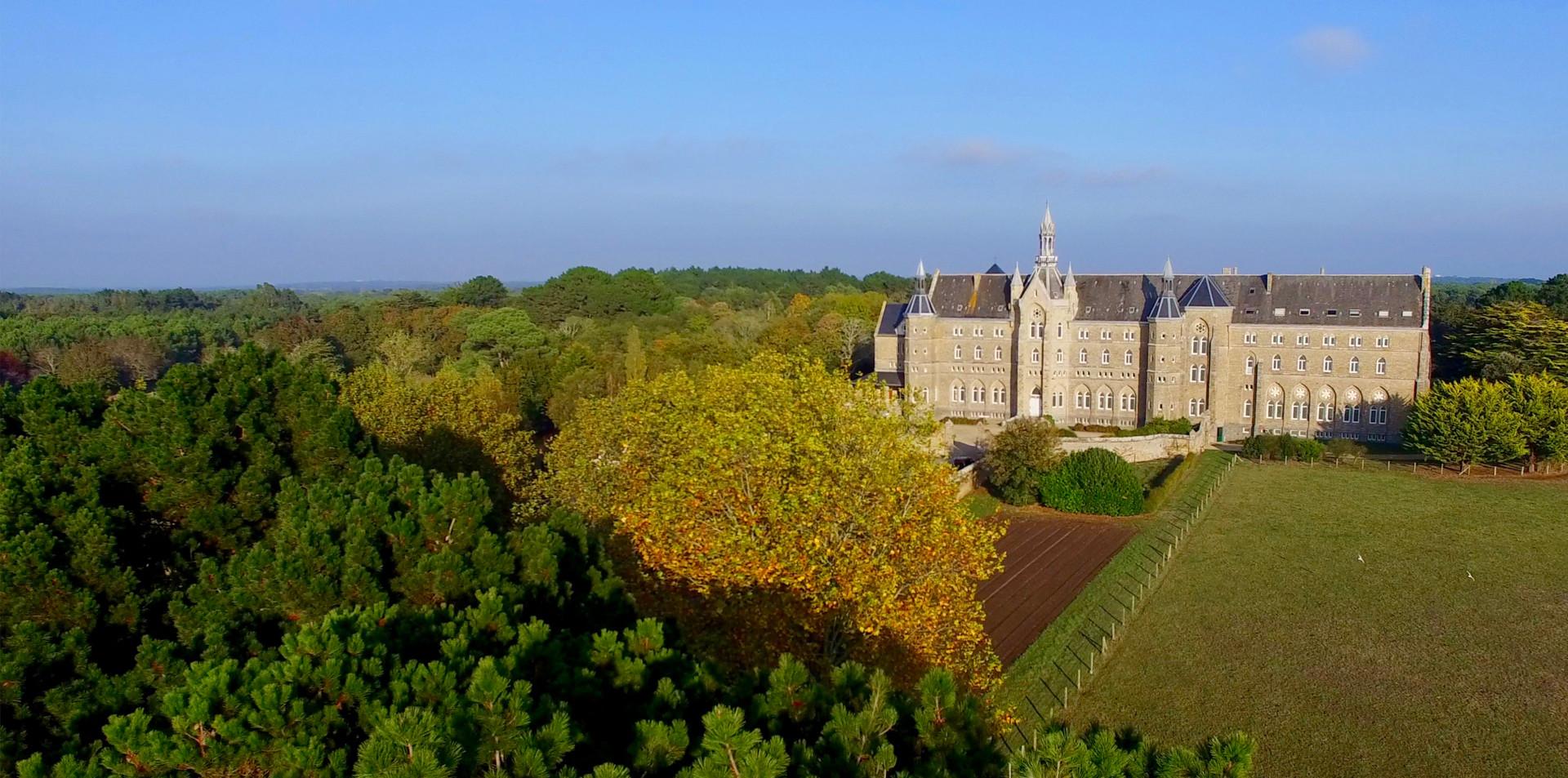 FlyUp Drone-Abbaye St Michel de Kergonan-02