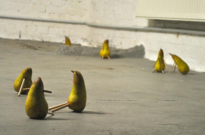 Untitled(pears1)_2018_RosieDowd-Smyth.jp