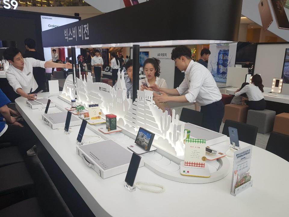 삼성 휴대폰 전시