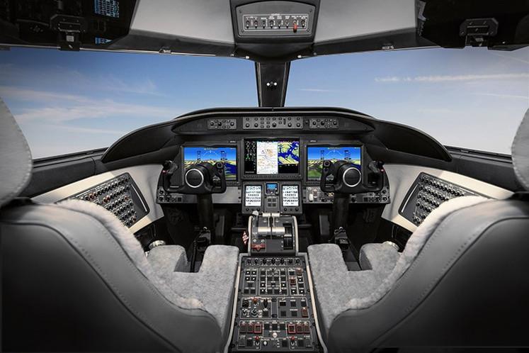Cockpit-Learjet-75-Liberty.jpg