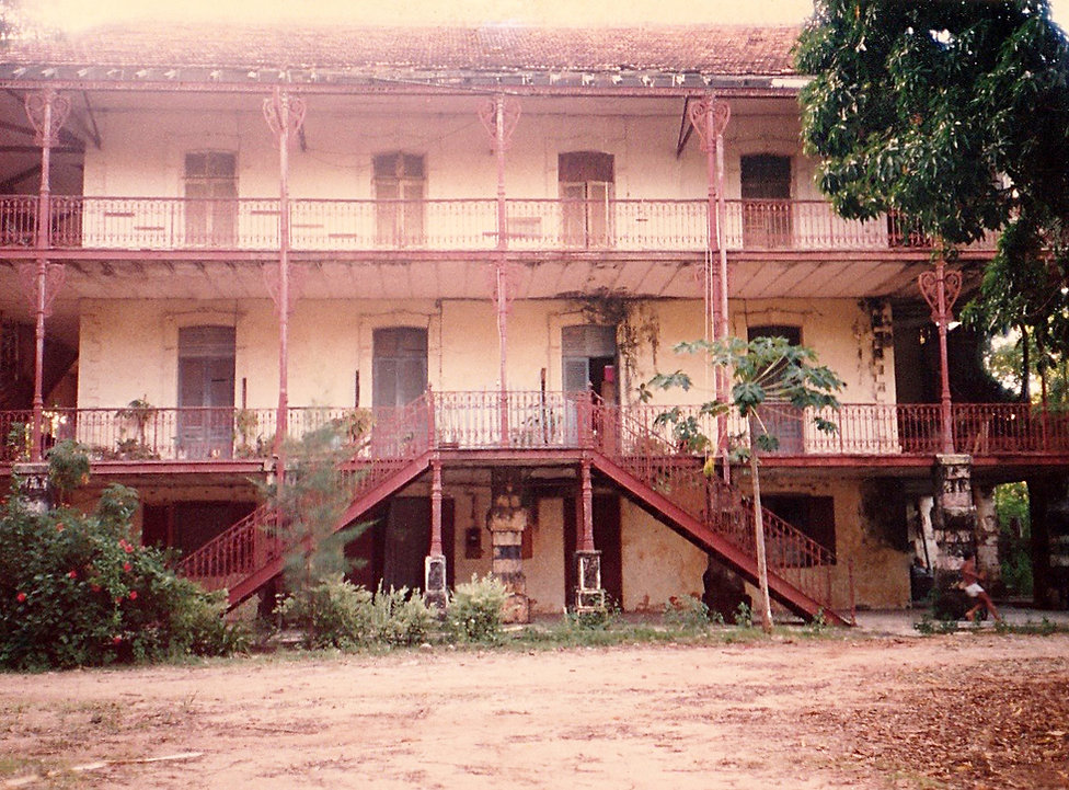 1992-MAJUNGA-MAISON EIFFEL.jpg