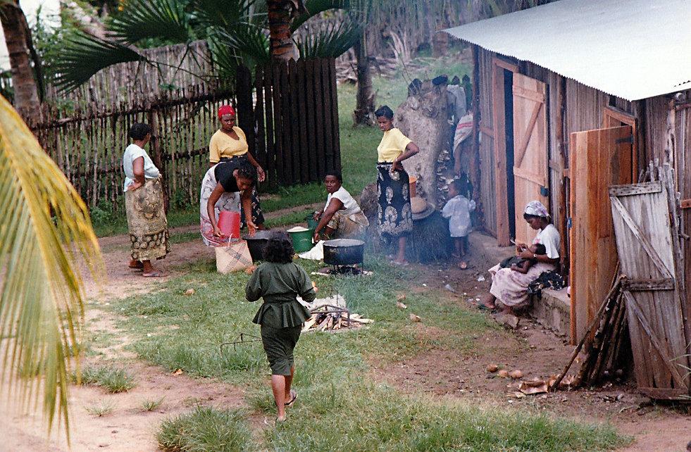 1993-AMBATOLOAKA_BAPTÈME-1.jpg