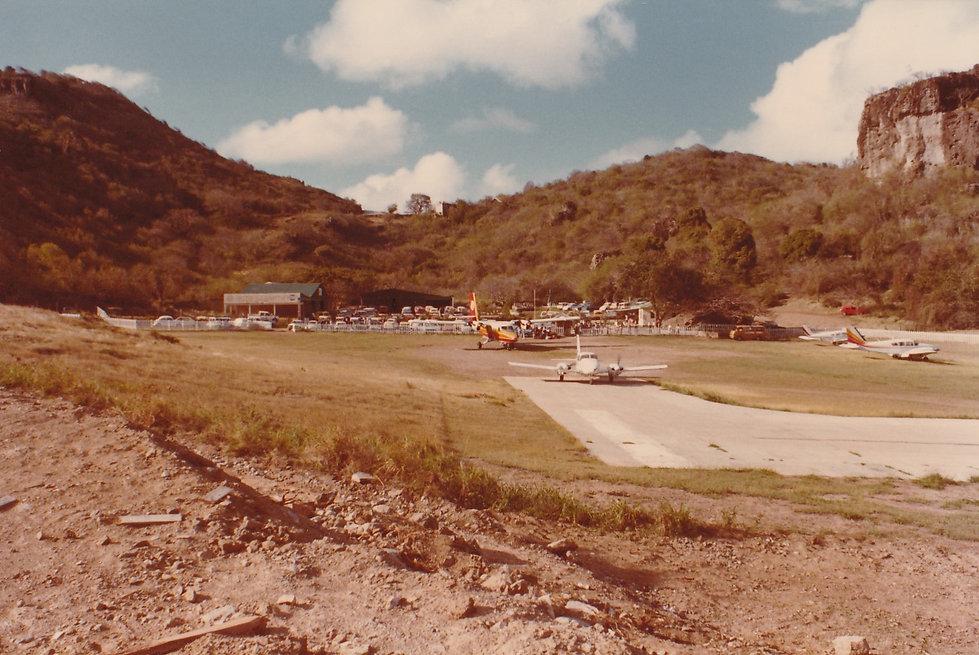 1981-AÉROPORT-CHEZ JO.jpg
