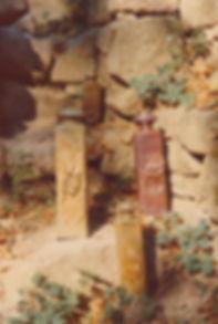 1974-BOUTEILLES_CARRÉES-1.jpg