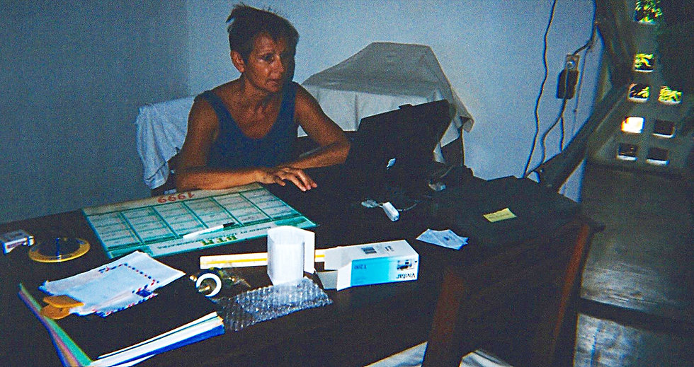 1999-AMBATOLOAKA-BIBICHE BUREAU.jpg