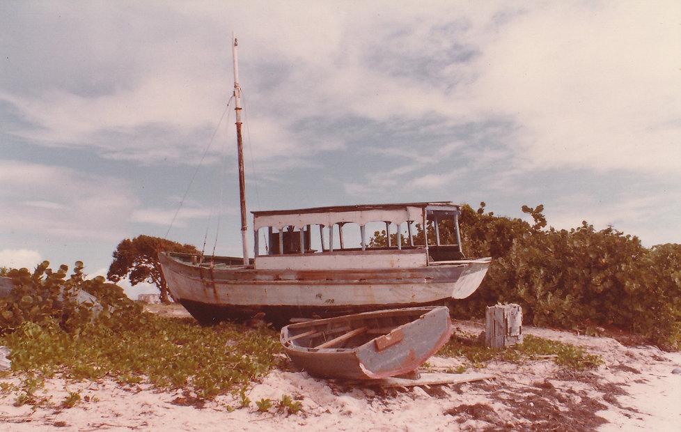 1982-ANGUILLA-BATEAU PLAGE.jpg